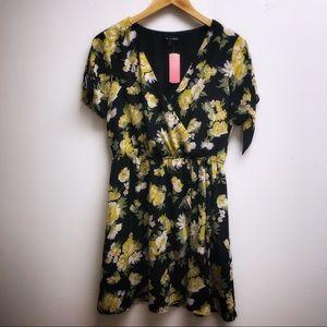 As u wish medium black dress v neck floral print